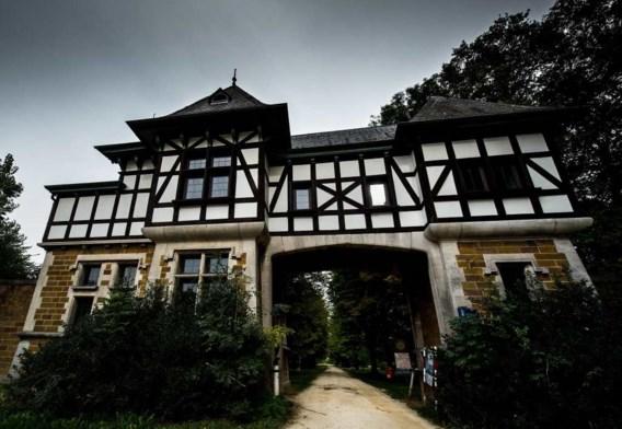 De toegangspoort van domein Nerom in Wolvertem, waar de SS in 1942 een Lebensborn-kliniek had.