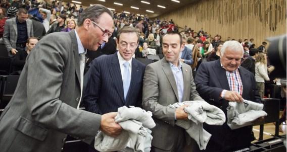 De partijvoorzitters kregen een sweater van de Gentse universiteit mee naar huis.