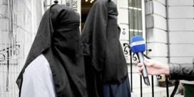 Vlaams Belangers voeren campagne in boerka