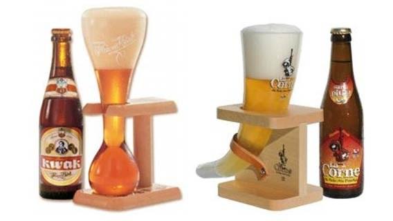 Het Kwak-glas van brouwerij Bosteels.  (links) en Het glas van La Corne. (rechts)