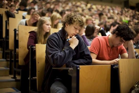 'Verhoog inschrijvingsgeld hoger onderwijs'
