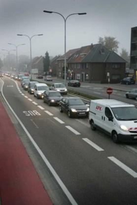 Op de Noord-Zuidverbinding in Helchteren zijn files dagelijkse kost.