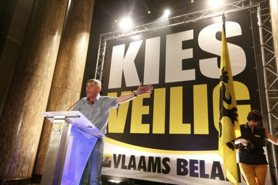 Vlaams Belang gaat met veiligheid en migrantenthema laatste week in