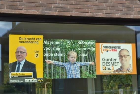 Gelukkig hoeft de kleine Siebrecht uit Ternat nog niet te stemmen, anders had hij een probleem. Kiezen voor grootvader Rony De Backer of voor papa Gunter Desmet.