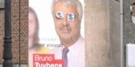 Verkiezingsborden Bruno Tuybens en Hilde Eeckhout beklad