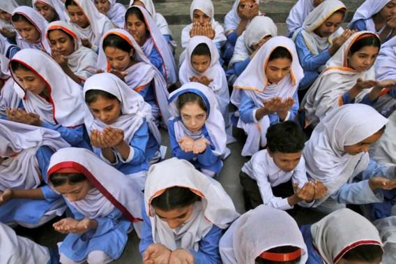 In een school in Peshawar bidden de kinderen voor een spoedig herstel van Malala.