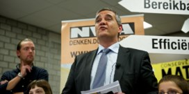 FOTO. Uitgelaten sfeer, maar ook bezorgdheid, tijdens speech Helemaal Hasselt en N-VA