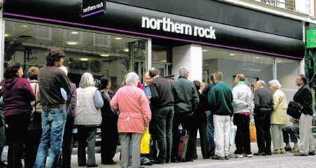 September 2007: Klanten schuiven aan bij een filiaal van de Britse bank Northern Rock, een van de eerste prominente slachtoffers van de financiële crisis.