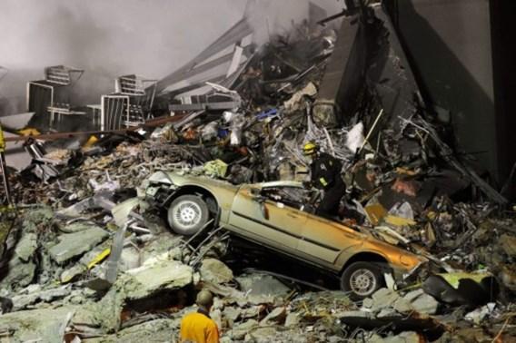 Koppel vindt jaar na zware aardbeving trouwfoto's terug
