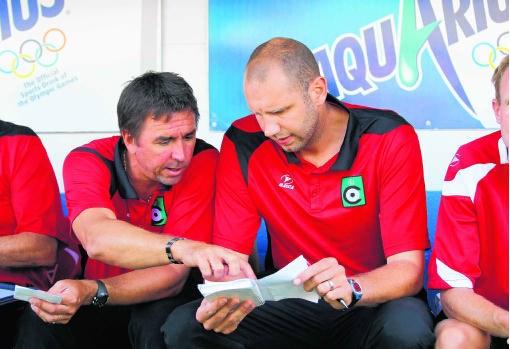Niet Bob Peeters (r.) maar wel zijn assistent Lorenzo Staelens (l.) zal woensdag het team coachen tegen Beerschot.