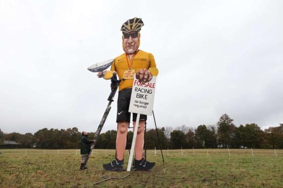 Symbolische verbranding van beeltenis Lance Armstrong
