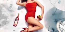 Penélope Cruz schittert in Campari-kalender
