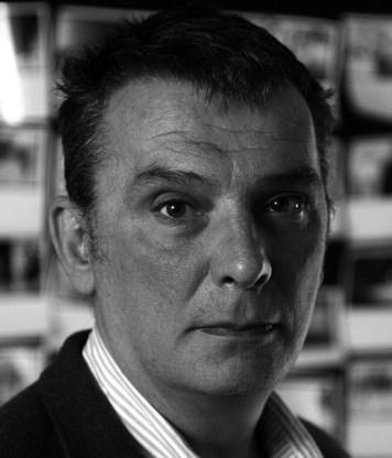 Dejan Anastasijevic is een Servische schrijver en freelancejournalist voor 'Time Magazine' en 'The Guardian'.