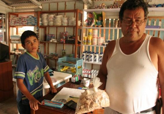 Een Colombiaanse winkelier met een kilo niet-geraffineerde cocaïne. Dit is de wereld waarin schrijvers als Vásquez en Ungar opgroeiden.