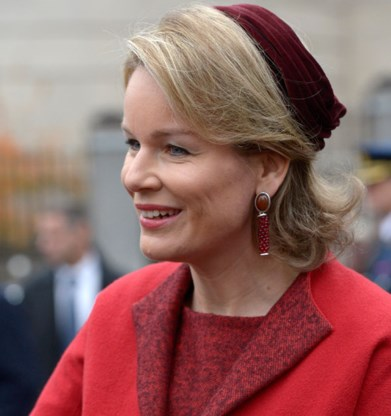 Prinses Mathilde en prinses Astrid kiezen voor hoge hakken