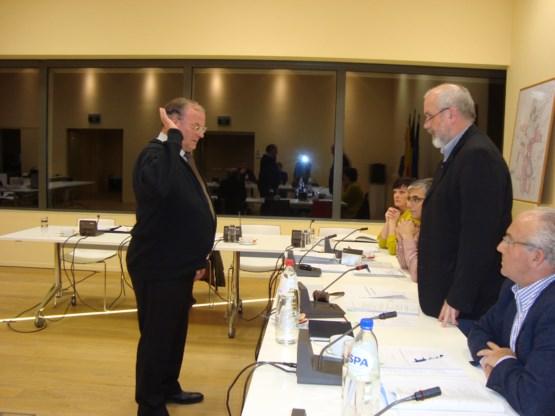 Gust Mertens legt eed af voor gemeenteraad