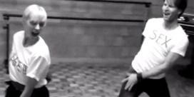 Topmodel Hannelore Knuts danst tegen aids