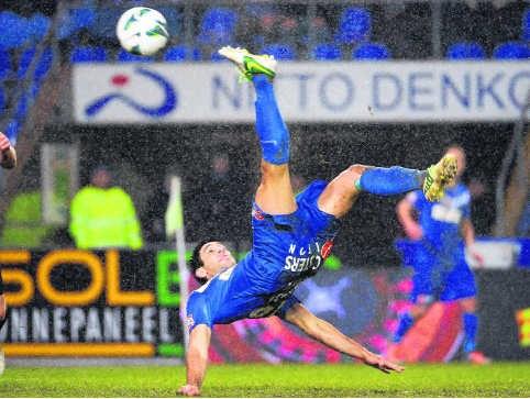 Elyaniv Barda viel in na de rust, scoorde twee keer en gaf een assist voor Plet.
