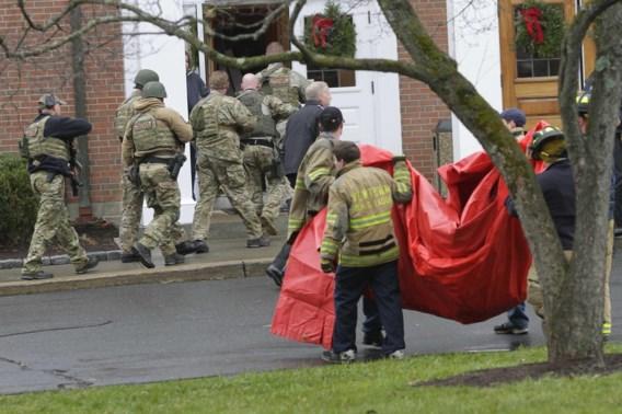 Politie ontruimt kerk in Newtown na bomdreiging