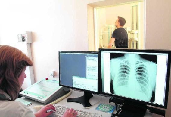 Gezondheidsonderzoek in een tuberculosekliniek in Sint-Petersburg.