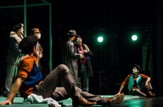 <P>''n Kat es gin poos', zo klinkt de Brusselse theaterbewerking van 'De getemde feeks'. </P>