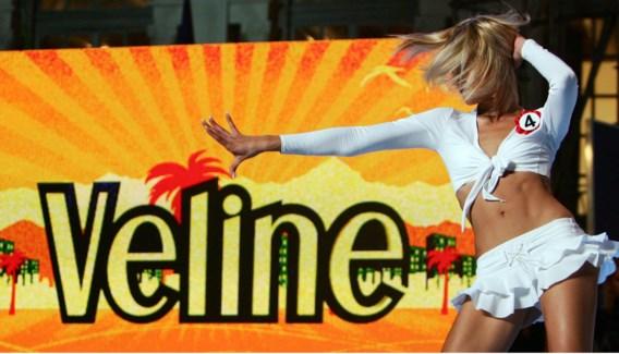 Verkiezing van nieuwe 'Veline', schaars geklede tv-meisjes: exponent van de zeer vrouwonvriendelijke tv (en maatschappij) in Italië.