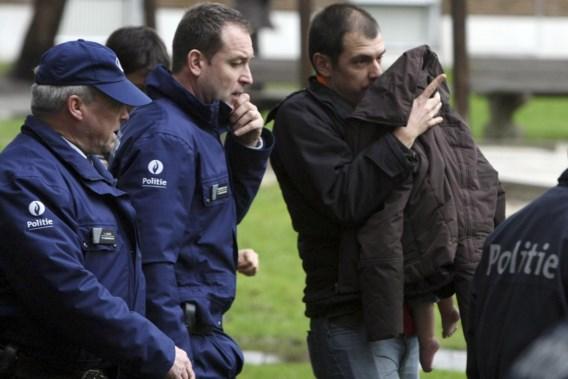 Bart Van Belle met zijn dochtertje, een paar uur na de aanval.