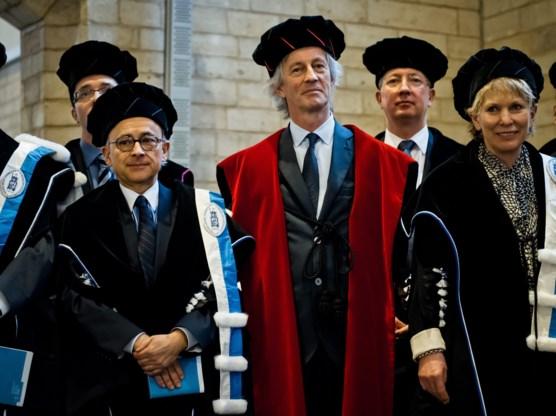 Rector Mark Waer (m.) blijft achter het ontslag van Barbara Van Dyck staan.