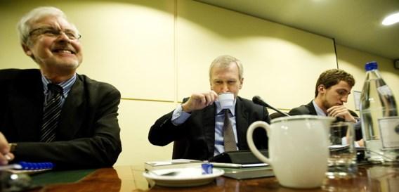 In oktober 2011 werd toenmalig premier Yves Leterme, geassisteerd door zijn kabinetschef Eric Kirsch (l.), al door het parlement om uitleg gevraagd over de Arco-waarborg.