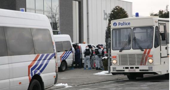 De sociale inspectie zette de grote politiemiddelen in.