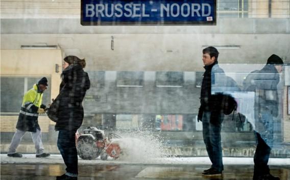 Wachtende reizigers in het Brusselse Noordstation. 'Iedereen is toch op zijn bestemming geraakt', zo verdedigt Marc Descheemaecker zich. 'Zij het met vertraging.'