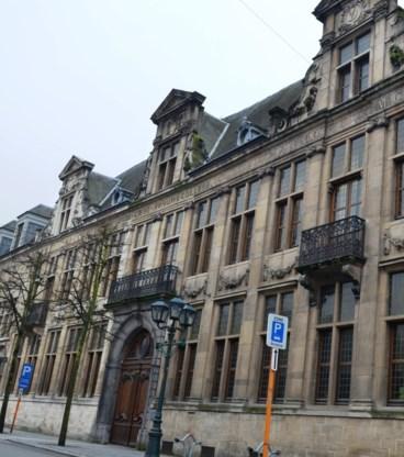 In het Sint-Bernarduscollege bleven gisteren negentig leerlingen afwezig.