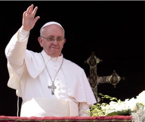 De paus kent veel talen, maar gebruikt ze niet in zijn zegen. Tot grote teleurstelling van onder anderen de Nederlandse bloementelers.