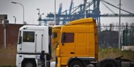 Honderd voertuigen rijden elk jaar tegen geparkeerde vrachtwagen