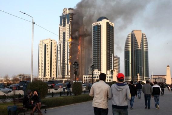 Wolkenkrabber van veertig verdiepingen in brand in Grozny