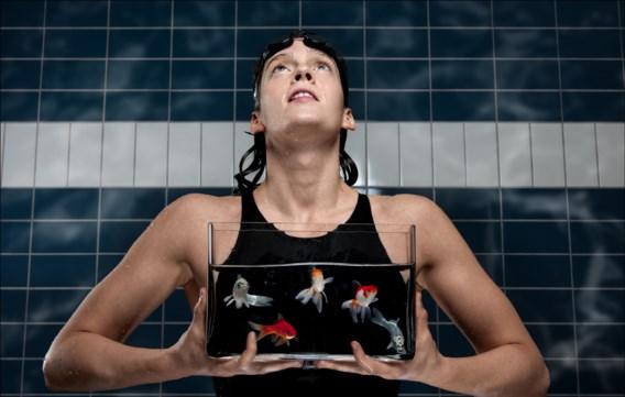 Kimberly Buys pendelt als topsportstudente heen en weer tussen het zwembad en haar universiteit