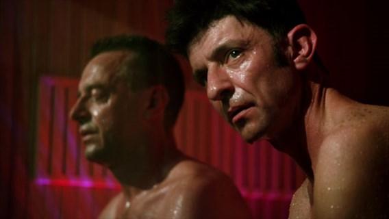 Koen Wauters verslaat Tom Waes in de sauna