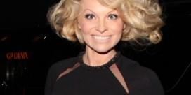 Pamela Anderson bijna onherkenbaar op stap