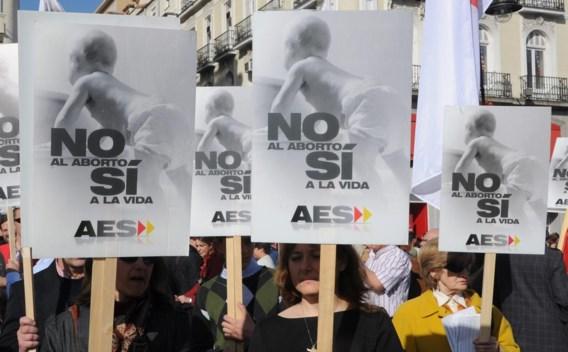Anti-abortusbetogers paraderen op de Puerta del Sol in het centrum van Madrid.