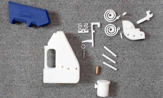 Cody Wilson (l.) toont zijn plastic pistool, maar John Malkovich was hem voor.