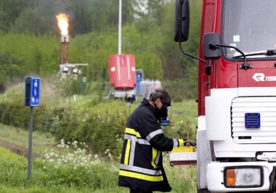 Brandweer maakt wagon met ontvlambaar gas leeg
