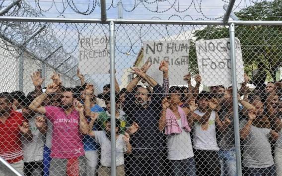 Europa bewaakt zijn buitengrenzen steeds strenger en sluit illegale migranten op in gesloten detentiecentra, zoals in Komotini in het noorden van Griekenland.