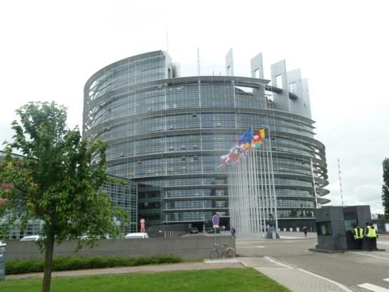 GeenStijl stelt geldverslindend europarlement aan de kaak