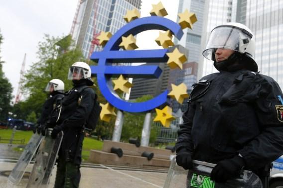 'Blockupy'-demonstranten omsingelen ECB Frankfurt