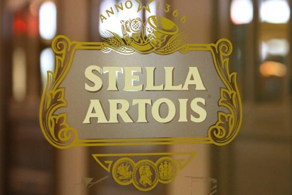 Stella Artois produceert noodrantsoenen water