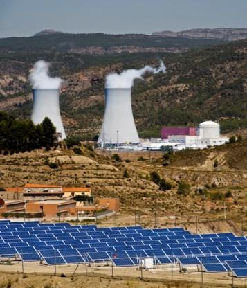 We staan op een tweesprong tussen alternatieve energie en kerncentrales.