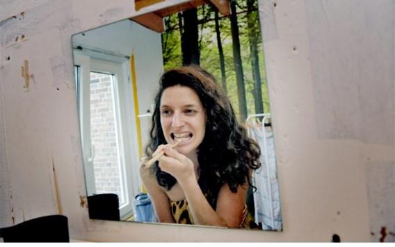 Marianne van Dijk: tanden poetsen zoals de Flintstones.