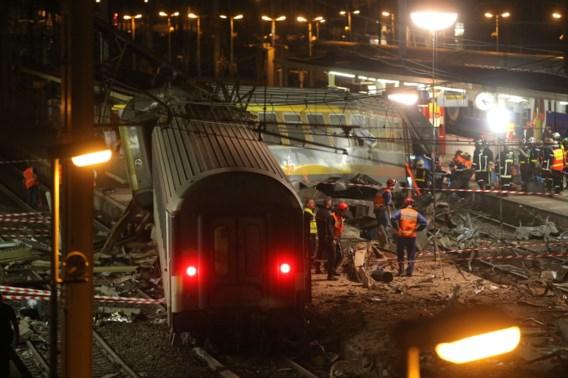 Wagons ontspoorde trein worden weggetakeld, geen nieuwe slachtoffers