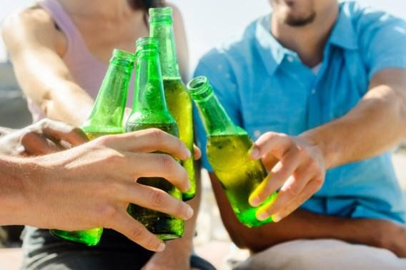 Limburgs festival schenkt bier in plastic flesjes