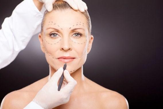 'Plastische chirurgie maakt je niet (veel) mooier'